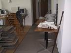Kabel, Sessel und Tische