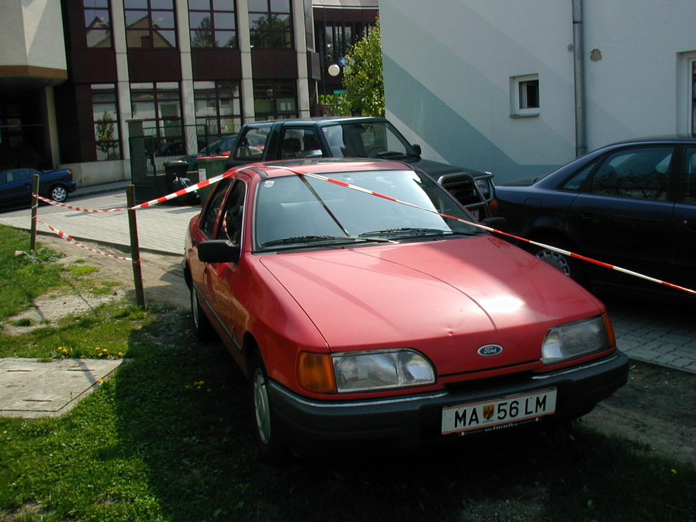 Wir wissen ein jeder hat schwächen beim Einparken, und hier sieht man einen tollen Beweis dafür :)