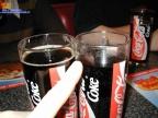 Peter hat hier einen skandal festellen müssen, in seinen Glas ist weniger Cola